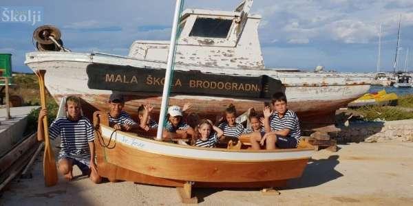 "POU ""DOM NA ŽALU"": KIDS BOATBUILDING WORKSHOP ""MALA ŠKOLA BRODOGRADNJE"""